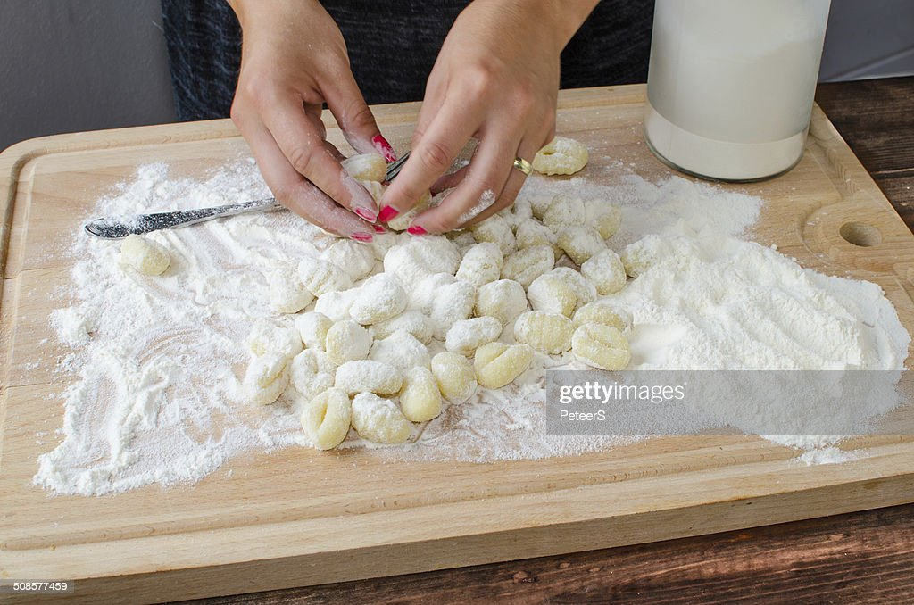 Making pasta gnocchi : Stockfoto