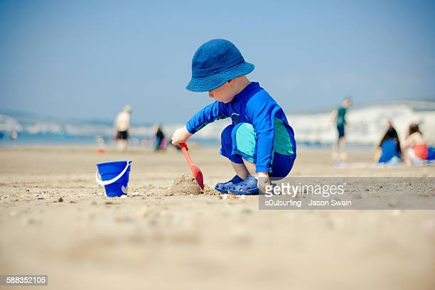 making sandcastles - s0ulsurfing stock pictures, royalty-free photos & images