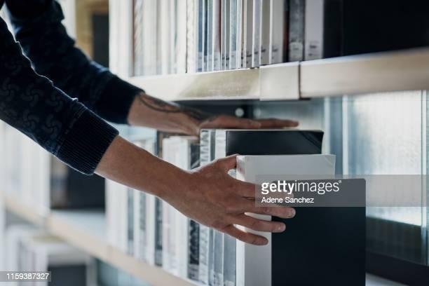 sicherstellen, dass alles ordentlich ist - enzyklopädie stock-fotos und bilder