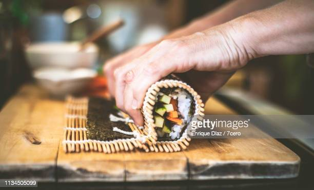 making sushi at home, roll up 2 - maki sushi stock pictures, royalty-free photos & images
