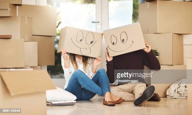 tirer le meilleur parti de jour du déménagement - demenagement humour photos et images de collection