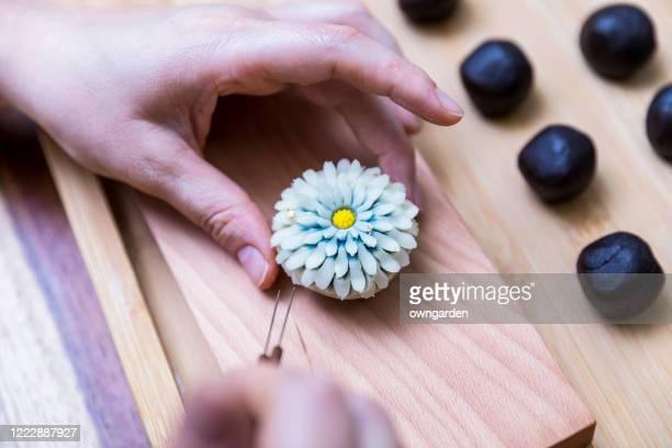 making wagashi - 伝統 ストックフォトと画像