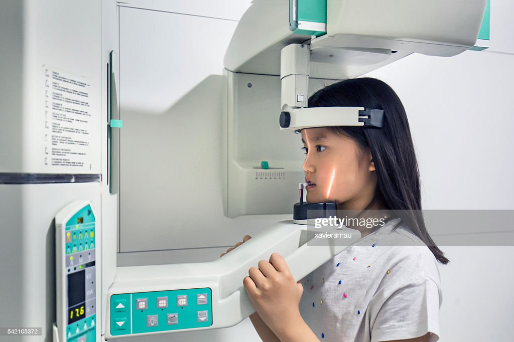 Making x-ray image of patient teeth : Stock Photo