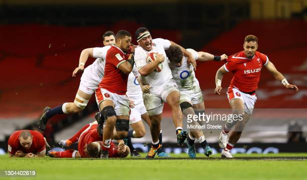 Mako Vunipola and Tom Curry of England drive forward as Willis Halaholo and Taulupe Faletau of Wales look to challenge during the Guinness Six...