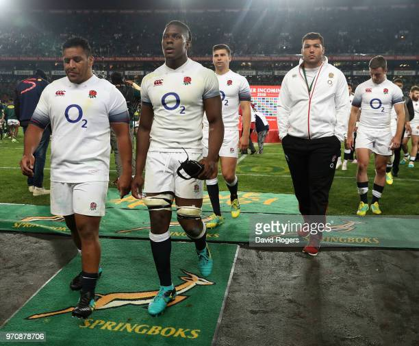 Mako Vunipola Maro Itoje Ben Youngs Ellis Genge and Ben Youngs of England walk off the pitch after their defeat during the first test match between...