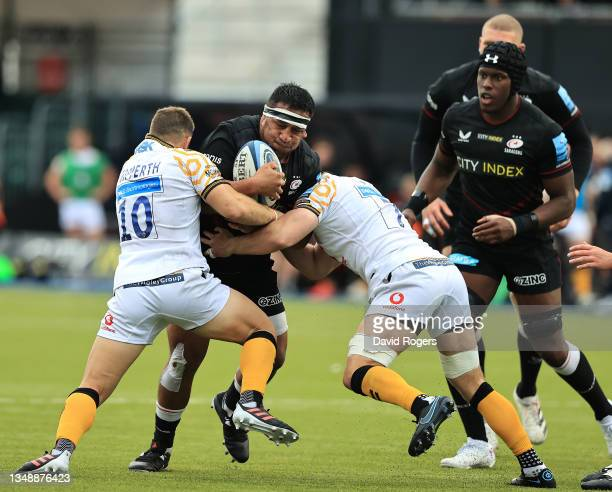 Mako Vunipola of Saracens is tackled by Jimmy Gopperth and Thomas Young during the Gallagher Premiership Rugby match between Saracens and Wasps at...