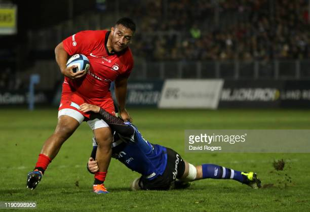 Mako Vunipola of Saracens takes on Francois Louw during the Gallagher Premiership Rugby match between Bath Rugby and Saracens at the Recreation...