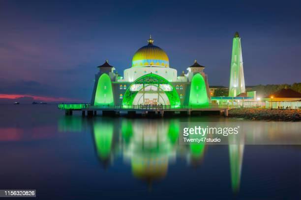 malacca straits mosque (masjid selat melaka), malacca, malaysia - masjid selat melaka stock pictures, royalty-free photos & images