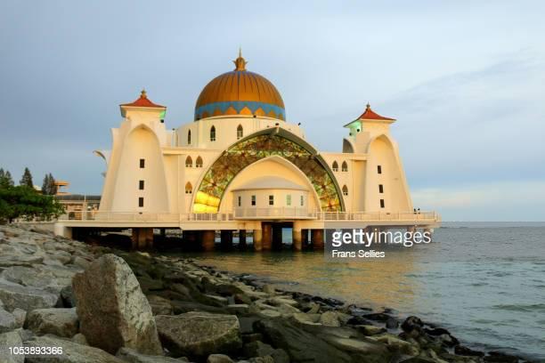 malacca straits mosque, melaka, malaysia - melaka state stock pictures, royalty-free photos & images