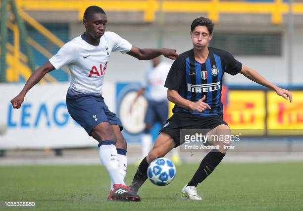 Rodel Richards of Tottenham Hotspur is challenged by Samuele Mulattieri of Internazionale during the UEFA Youth League match between FC...