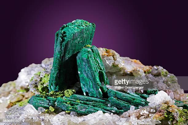 malachite, mineral - 孔雀石 ストックフォトと画像
