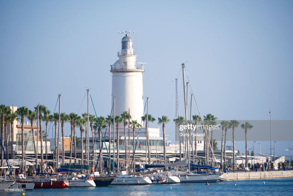 Malaga port and lighthouse on a sunny day with a blue sky : Foto de stock