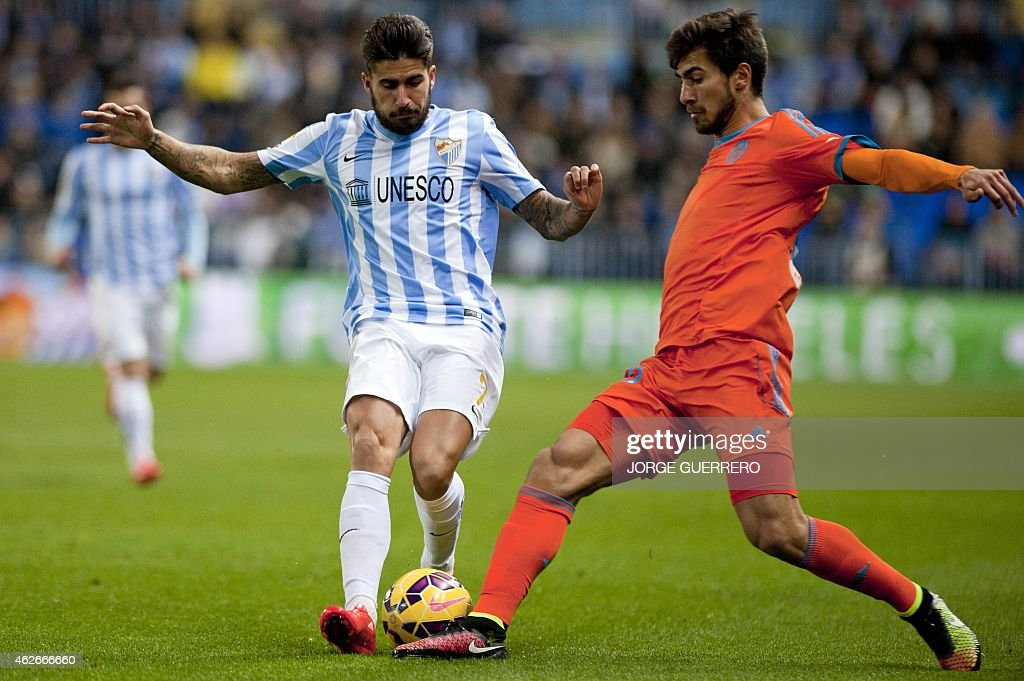 Malaga's forward Samuel Garcia Sanchez (L) vies with Valencia's Portuguese midfielder Andre Gomes during the Spanish league football match Malaga CF vs Valencia CF at La Rosaleda stadium in Malaga on February 2, 2015.