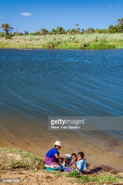 malagasy family of pangalanes canal - pierre yves babelon stock pictures, royalty-free photos & images