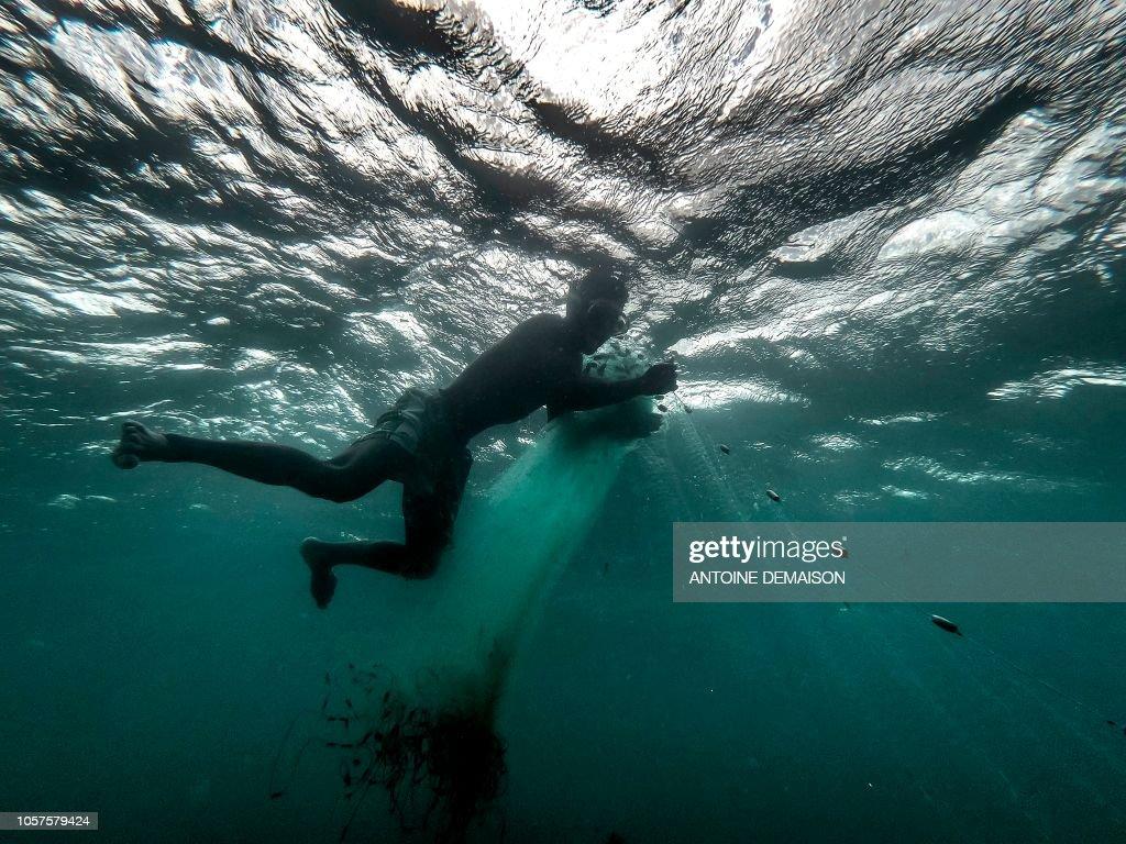 TOPSHOT-MADAGASCAR-CHINA-ENVIRONMENT-FISHERIES : News Photo