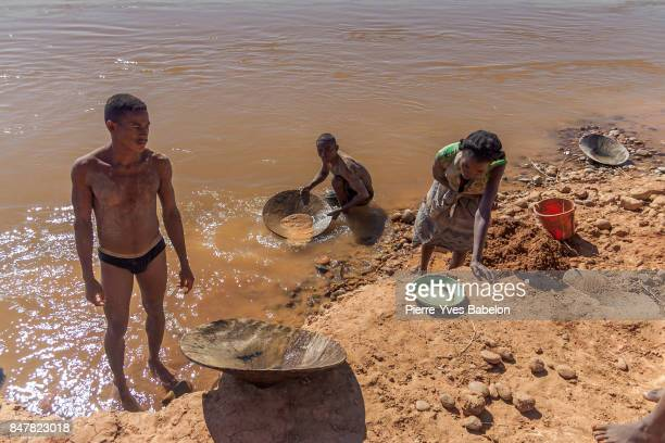Malagasy gold panners