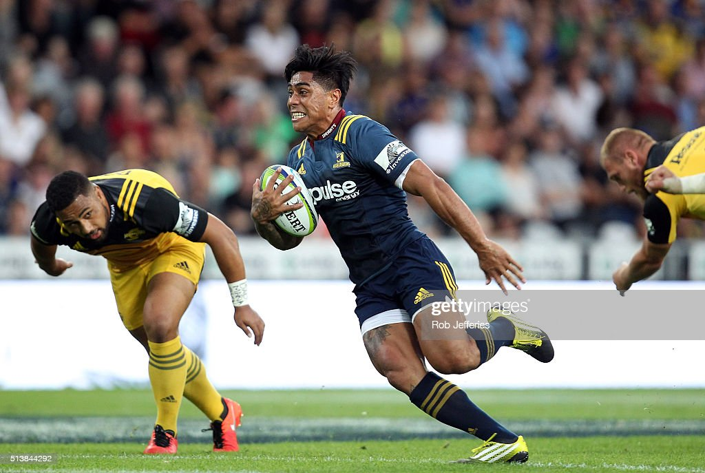 Super Rugby Rd 2 - Highlanders v Hurricanes : News Photo