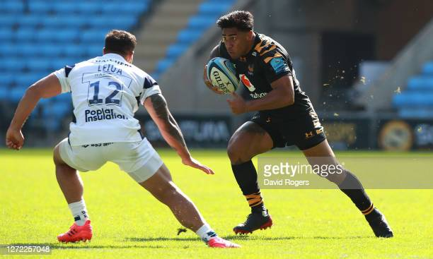 Malakai Fekitoa of Wasps takes on Alapati Leiua during the Gallagher Premiership Rugby match between Wasps and Bristol Bears at the Ricoh Arena on...