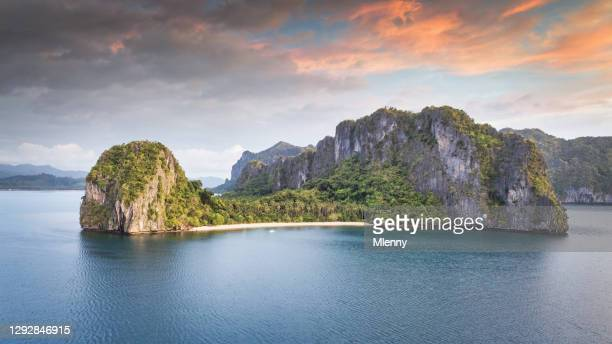 マラパカオ島エルニドパラワン空中パノラマフィリピン - ロマンチックな空 ストックフォトと画像
