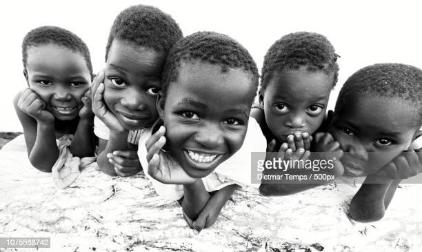 malawi, kids at the beach of lake malawi - dietmar temps stock photos and pictures