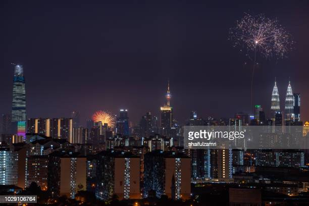 malaysia celebrated its 61st year of independence from british colonial rule on aug 31 with a colourful fireworks display. - shaifulzamri - fotografias e filmes do acervo