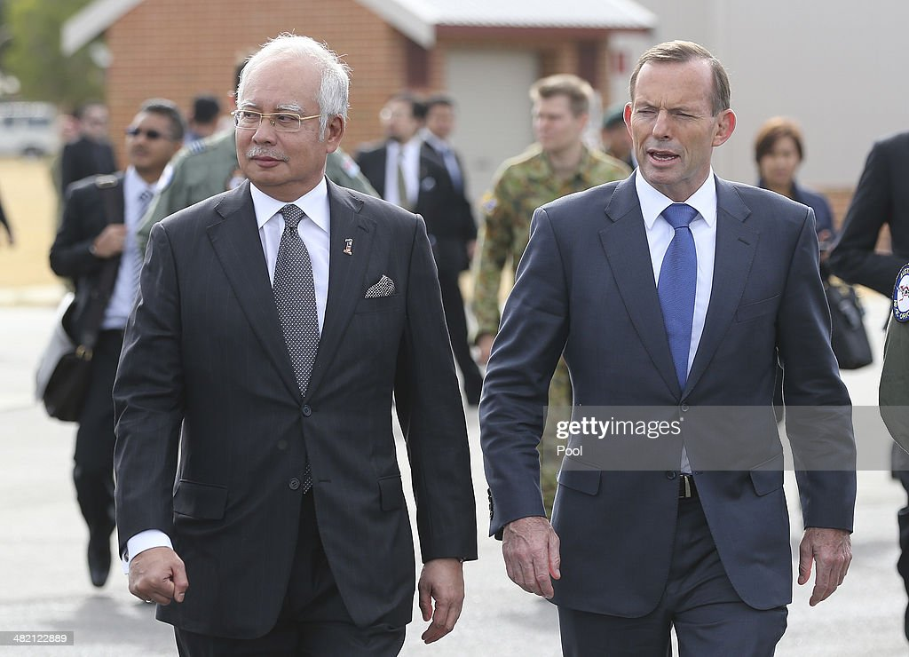 Malaysian Prime Minsister Visits MH370 Search Headquarters In Perth