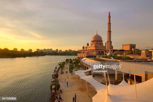 Malaysia, Putrajaya, High angle view of Putra Mosque and embankment at sunset