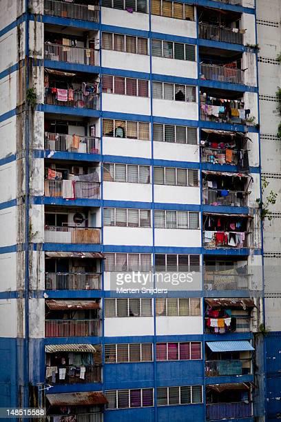 malaysian apartment block at titiwangsa. - merten snijders - fotografias e filmes do acervo