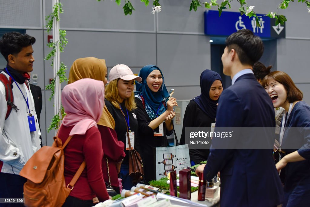 Malaysian buyers are chat with South Korean exhibitors during the Beauty Expo 2017 on October 6, 2017 at Kuala Lumpur Convention Centre, Malaysia. Beauty Expo 2017 is the highly anticipated annual event in Malaysia for all beauty professionals of the industry. Participants with over 200 international and local exhibiting companies from 25 partcipating countries including South Korea, Japan, China and Thailand.