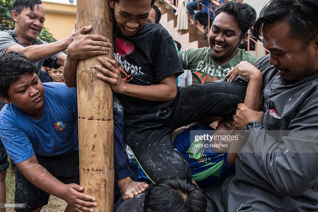 MALAYSIA-ENTERTAINMENT-RELIGION-CLIMBING : Nachrichtenfoto