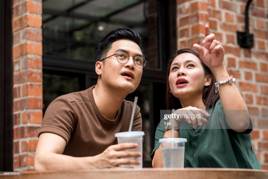 Malaysische Paar in einer bar : Stock-Foto