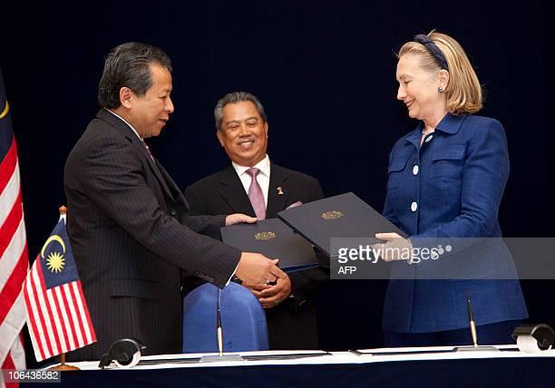 Malaysian Deputy Prime Minister Tan Sri Muhyiddin Yassin looks on as US Secretary of State Hillary Clinton and Malaysian Foreign Minister Anifah Aman...