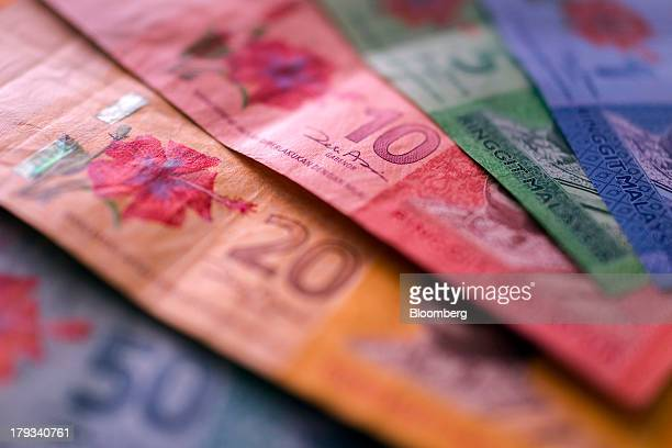 Malaysian fifty twenty ten five and one ringgit banknotes are arranged for a photograph in Kuala Lumpur Malaysia on Monday Sept 2 2013 Malaysias...
