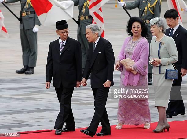 Malaysian King Abdul Halim Mu'adzam Shah listens to Japanese Emperor Akihito as his wife Queen Haminah Hamidun and Japanese Empress Michiko follow...