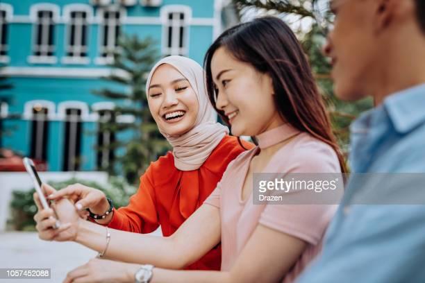 人のマレーシアの多民族グループ - 宗教的なベール ストックフォトと画像
