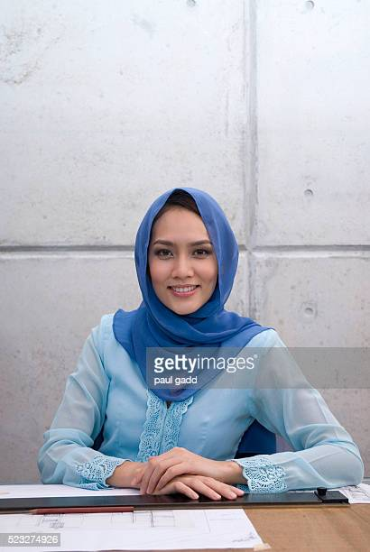malaysian muslim architect - religious veil stock pictures, royalty-free photos & images