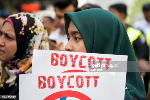 Malaysian muslim are carrying picket signs to protest against the United States Hundreds of people gathered outside the US Embassy at Kuala Lumpur to...