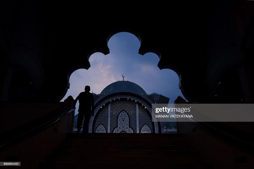 TOPSHOT-MALAYSIA-RELIGION-ISLAM-RAMADAN : News Photo