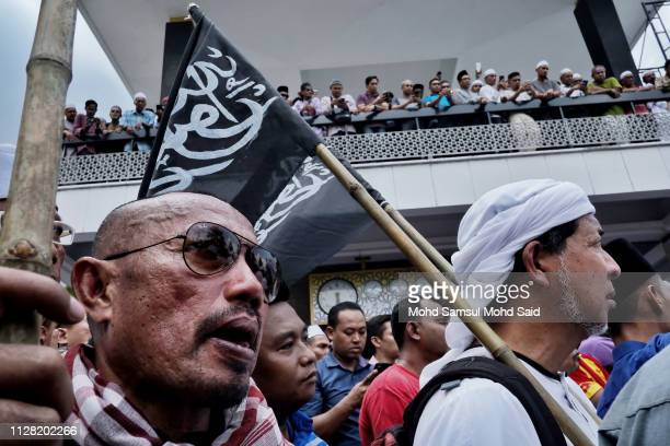 Malaysian Muslims holds a Islamic flags during protest for insulting Prophet Muhammad on March 1 2019 in Kuala Lumpur Malaysia More than hundred...
