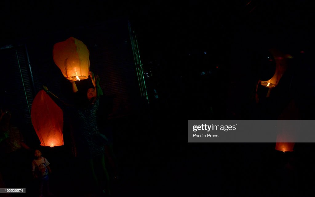 A Malaysian of ethnic Chinese released the lanterns during... : News Photo