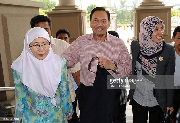 Malaysian opposition leader Anwar Ibrahim and his wife Wan Azizah and daughter Nurul Izzah arrive at the court in Kuala Lumpur on March 3 2011 The...