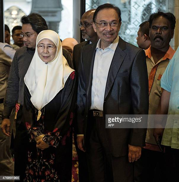 Malaysian opposition leader Anwar Ibrahim and his wife Wan Azizah arrive at the court of appeal in Putrajaya outside Kuala Lumpur on March 6 2014 The...
