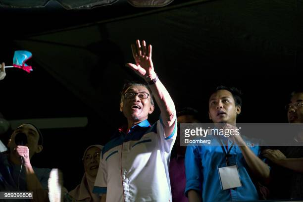 Malaysian politician Anwar Ibrahim center waves during a Pakatan Harapan alliance event in Petaling Jaya Selangor Malaysia on Wednesday May 16 2018...
