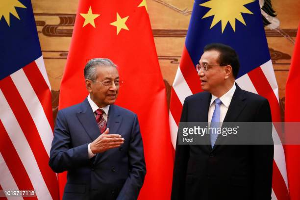 Malaysian Prime Minister Mahathir Mohamad and his Chinese counterpart Li Keqiang chat during a signing ceremony at the Great Hall of the People in...