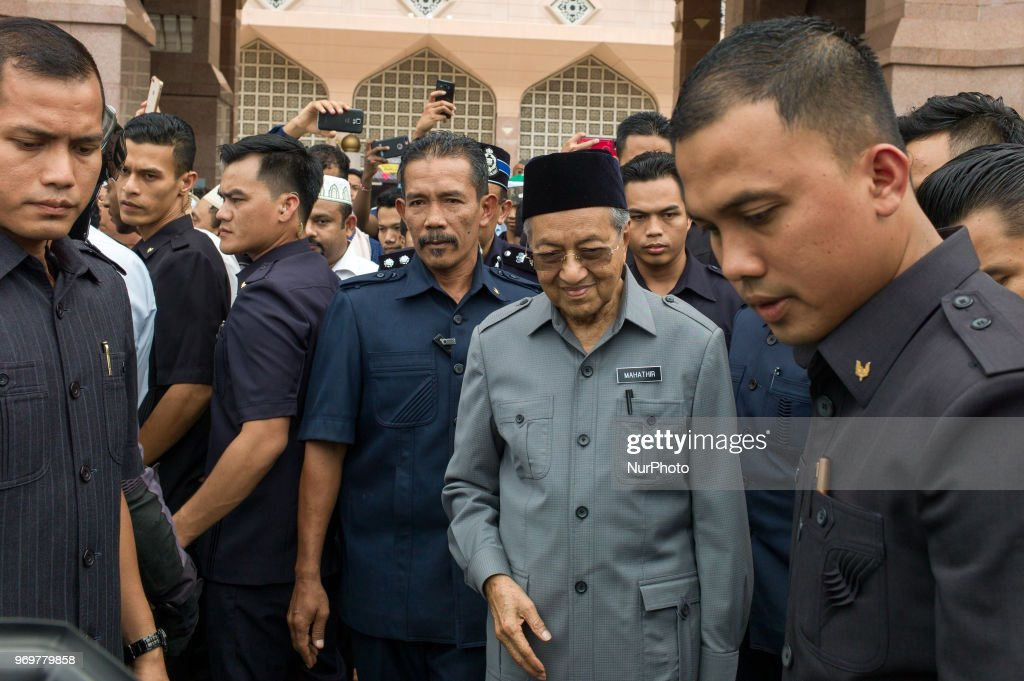Malaysian Prime Minister, Mahathir Mohamad at Putra Mosque : News Photo