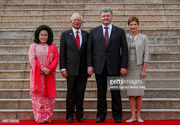 Malaysian Prime Minister Najib Razak with his wife Rosmah Mansor welcomes President of Ukraine Petro Poroshenko and his wife Maryna Poroshenko to the...
