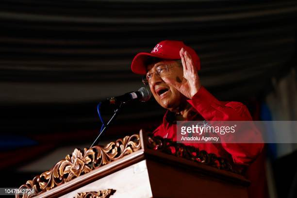Malaysian Prime Minister Tun Mahathir Mohamad gives speech campaign during Anwar Ibrahim byelection campaign at Port Dickson Malaysia on October 8...