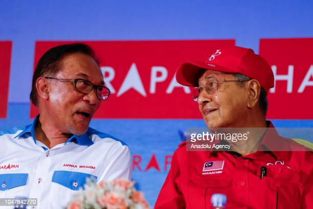 Malaysian Prime Minister Tun Mahathir Mohamad talks to Anwar Ibrahim during Anwar Ibrahim byelection campaign in Port Dickson Malaysia on October 8...