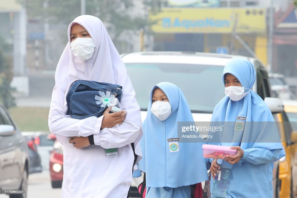 Malaysian students wear mask while studying in their school due to ...