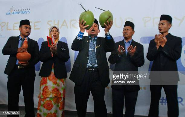 Malaysian wellknown shaman Ibrahim Mat Zin performs ritual which he claim could help locate the missing plane with his assistans on March 12 2014 in...